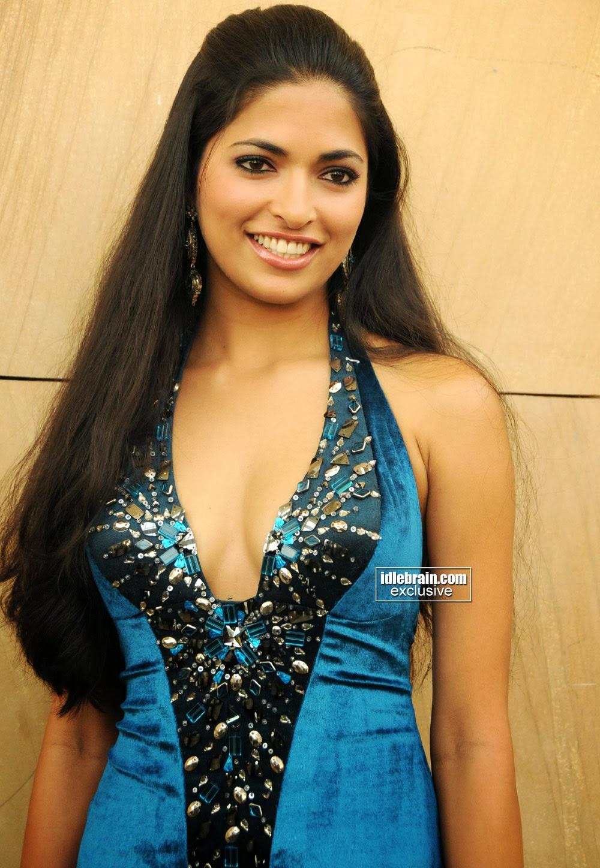 South Actress Hot Pics: Ravishing Beauty Parvathi ...