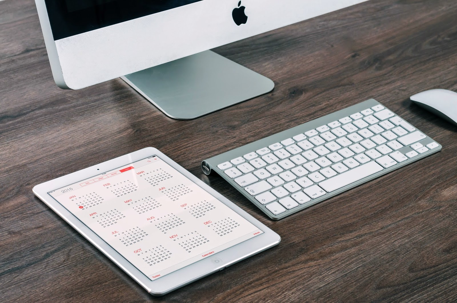 Apple desktop computer and calendar - Credit: William Iven Firmbee - Unsplash - Hello, Handbag