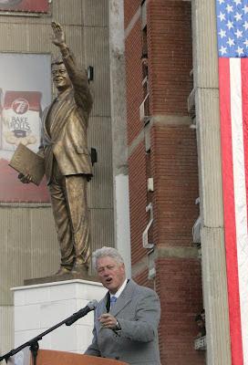 La statua di Bill Clinton a Pristina (Kosovo)