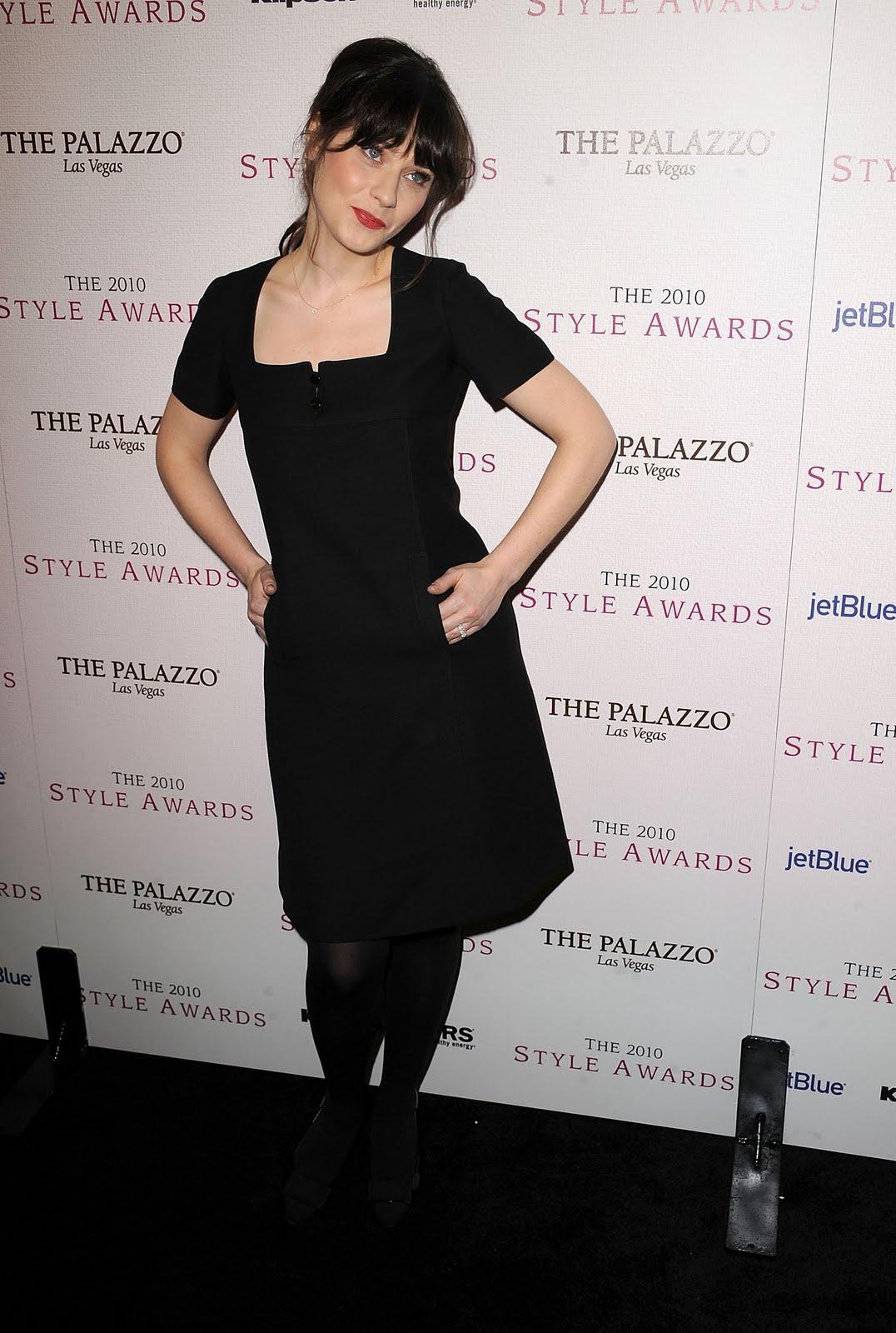 http://4.bp.blogspot.com/-6FWwp02b5pM/TYK3piK97aI/AAAAAAAA90Y/3ix2NwGCS58/s1600/44340_Tikipeter_Zooey_Deschanel_2010_Hollywood_Style_Awards_019_122_106lo.jpg