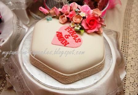 WEDDING /HANTARAN CAKE
