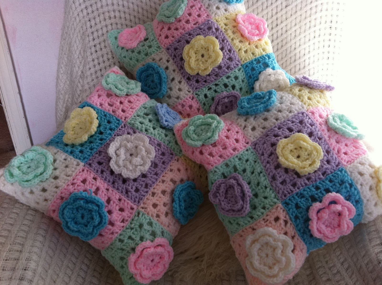 Patchwork and lace catching up for Cojines a crochet