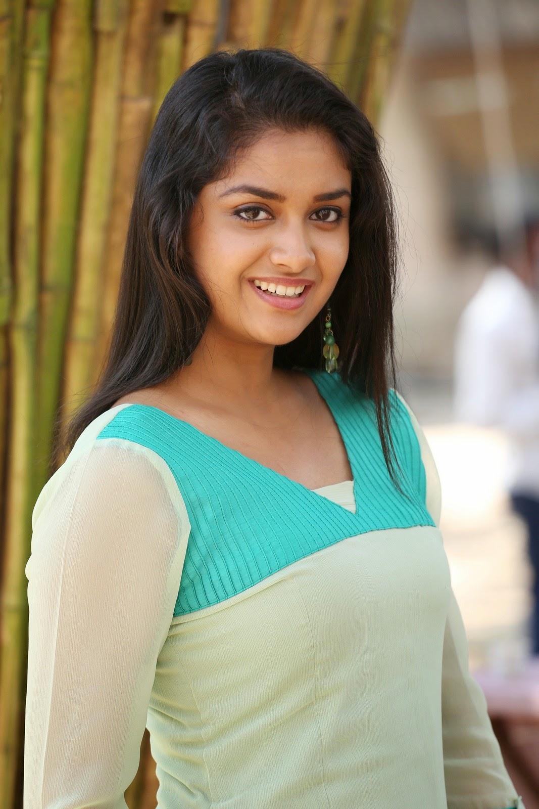 Sizzling beauty Ashna Zaveri at Nagesh Thiraiyarangam