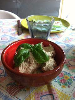 paté di tofu affumicato con olive verdi e capperi