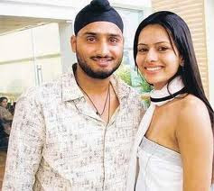 Harbhajan Singh With Wife pics