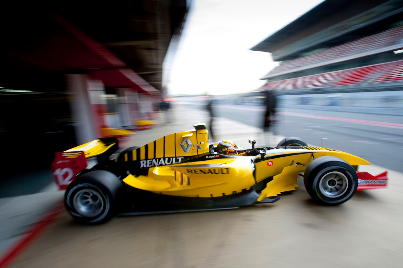 the motoring world renault confirms return to formula one after the purchase of team lotus has. Black Bedroom Furniture Sets. Home Design Ideas