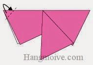 Bước 6: Gấp góc trái miếng giấy về phía mặt sau (hoặc có thể vào giữa hai lớp giấy).