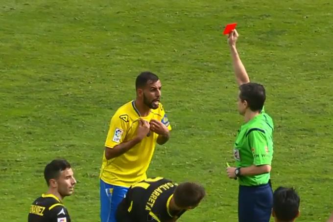 Nauzet expulsado en el partido contra el R. Zaragoza