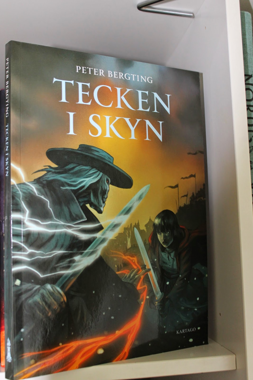Bookfinger the portent tecken i skyn for Portent 2014