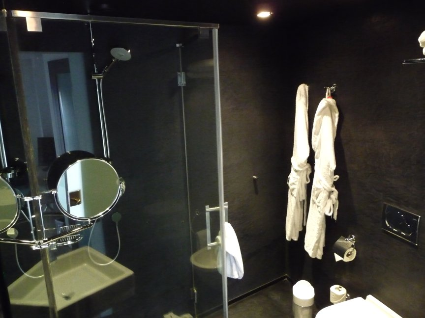 Private baths and public toilettes funchal madeira for Design hotel funchal