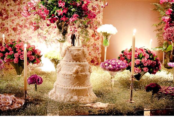 decoracao casamento gypsophila:Baby's Breath Wedding Cake Table Ideas