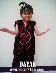baju adat suku dayak untuk putra dan putri