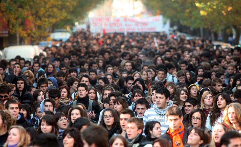 »: λιγότερη δημοκρατία για τη νεολαία
