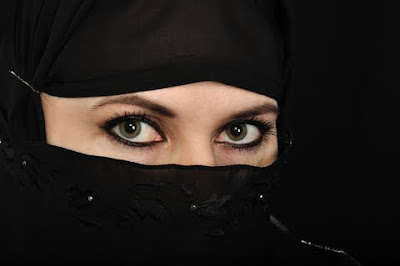 A Qatar girls peers through her Abaya.