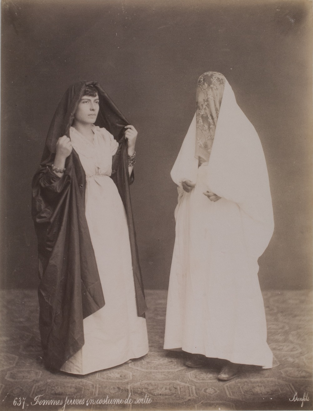 Jewish women of the orient 100 150 years ago israel national news jewish women preparing to go out publicscrutiny Images