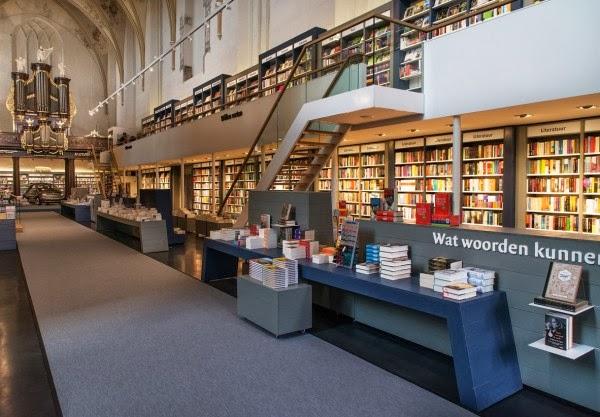 Eglise Du 15ème Siècle Converti À Librairie