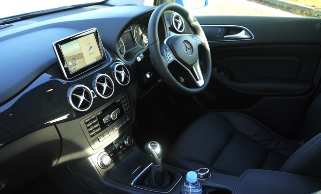 Mercedes-Benz B180 Eco SE front interior