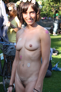 Public Nude Park Tits Nipples Small Nude Voyeur Shaved Pussy