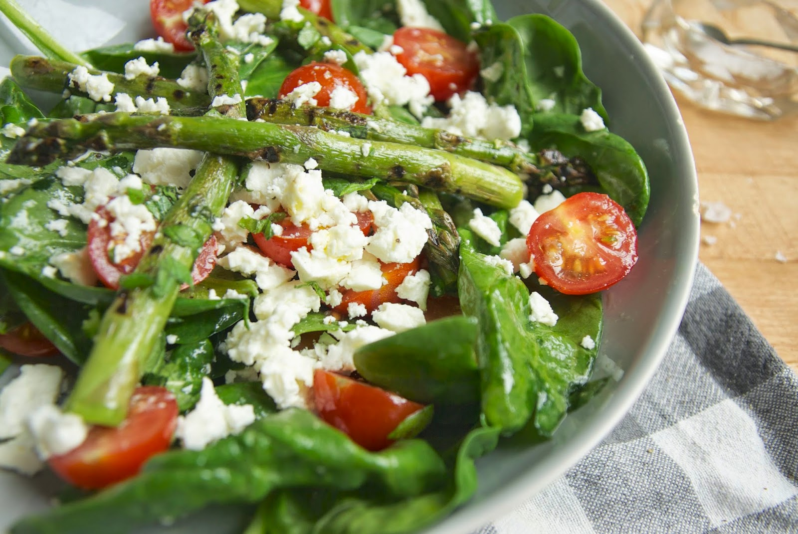 Griddled asparagus with feta and tomatoes