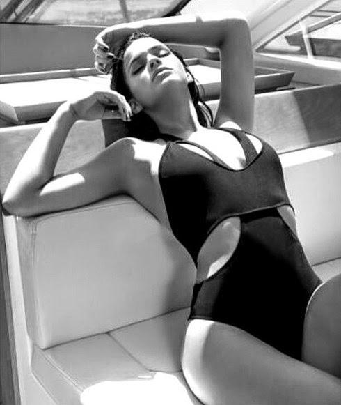 Bruna Marquezine encarna marinheira sexy