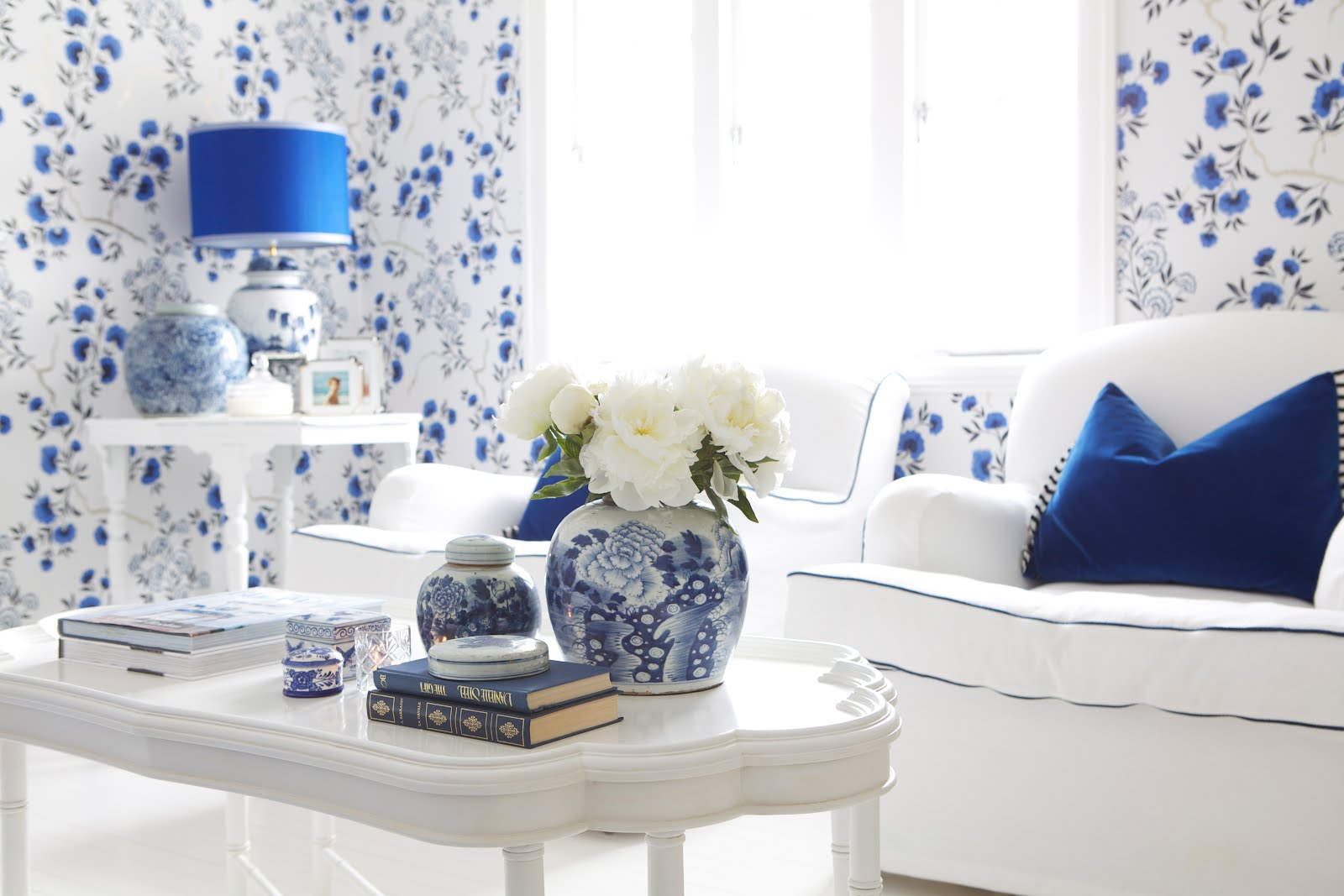 Calling all blue and white lovers!! - The Enchanted Home