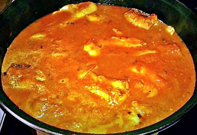 Cazuela de merluza y rape con tomate