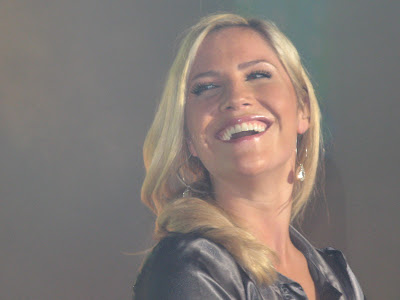 Heidi Range Smiling Wallpaper