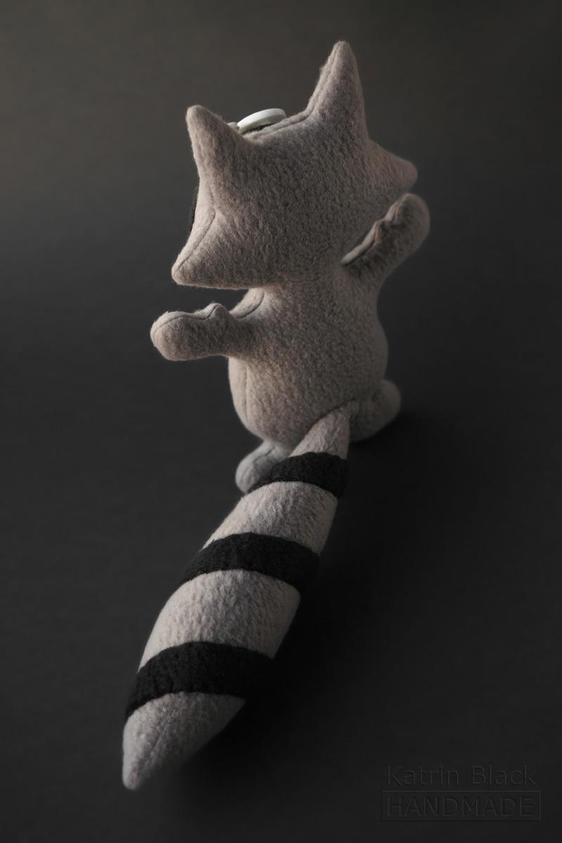 Игрушка ручной работы из флиса - енот. Заказать.