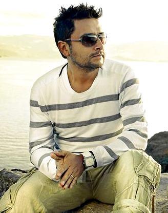 Alex Campos en la playa