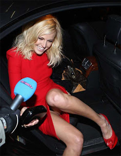 Malin Akerman S Upskirt Panties When She Getting Out Of A Car
