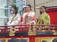 京都織物卸の美人さんたち?