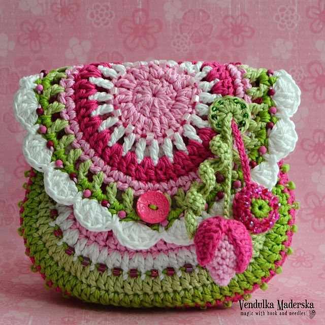 Garden scene purse crochet pattern