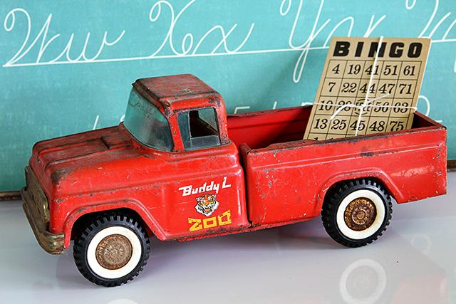 Vintage buddy L Zoo truck