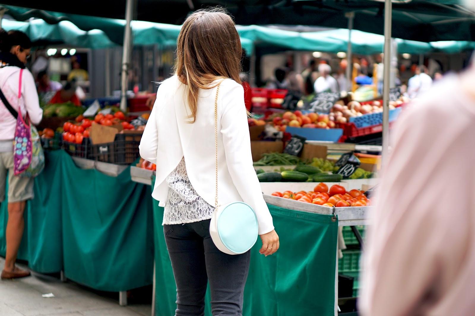 Touriste marché Boqueria Barcelone