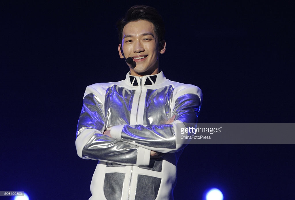 http://4.bp.blogspot.com/-6JFTqv1mN3g/VqXRRKSrHHI/AAAAAAABQwQ/TzZXi6DE6xs/s1600/south-korean-singer-rain-performs-onstage-during-his-concert-the-picture-id506499390.jpg