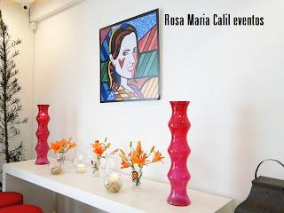 atelier Rosa Maria Calil, arranjo laranja, móvel branco