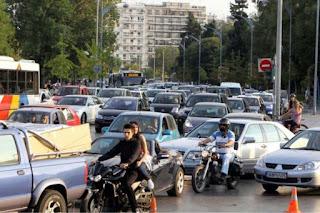 Θεσσαλονικιός έβγαλε 4.000 ευρώ προσποιούμενος ότι έχει κλειδωθεί έξω από το αυτοκίνητό του!