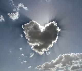 Gambar Awan Cinta Keren Spektakuler