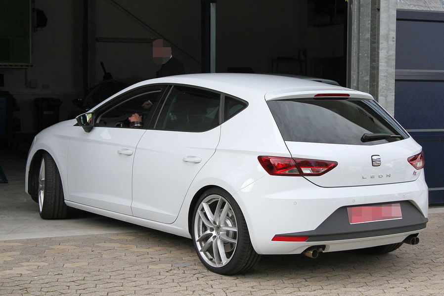 2014 New Seat Leon Cupra R first spyshots  Garage Car