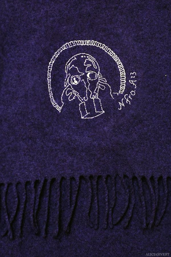 aliciasivert, alicia sivertsson, kaizers orchestra, helge, gasmask, broderi, embroidery, handarbete, needlework, textile art, halsduk, scarf, fanart