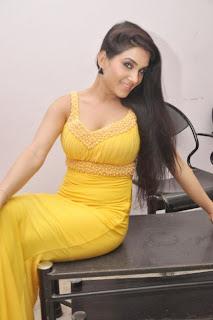 Kavya Singh Hot still