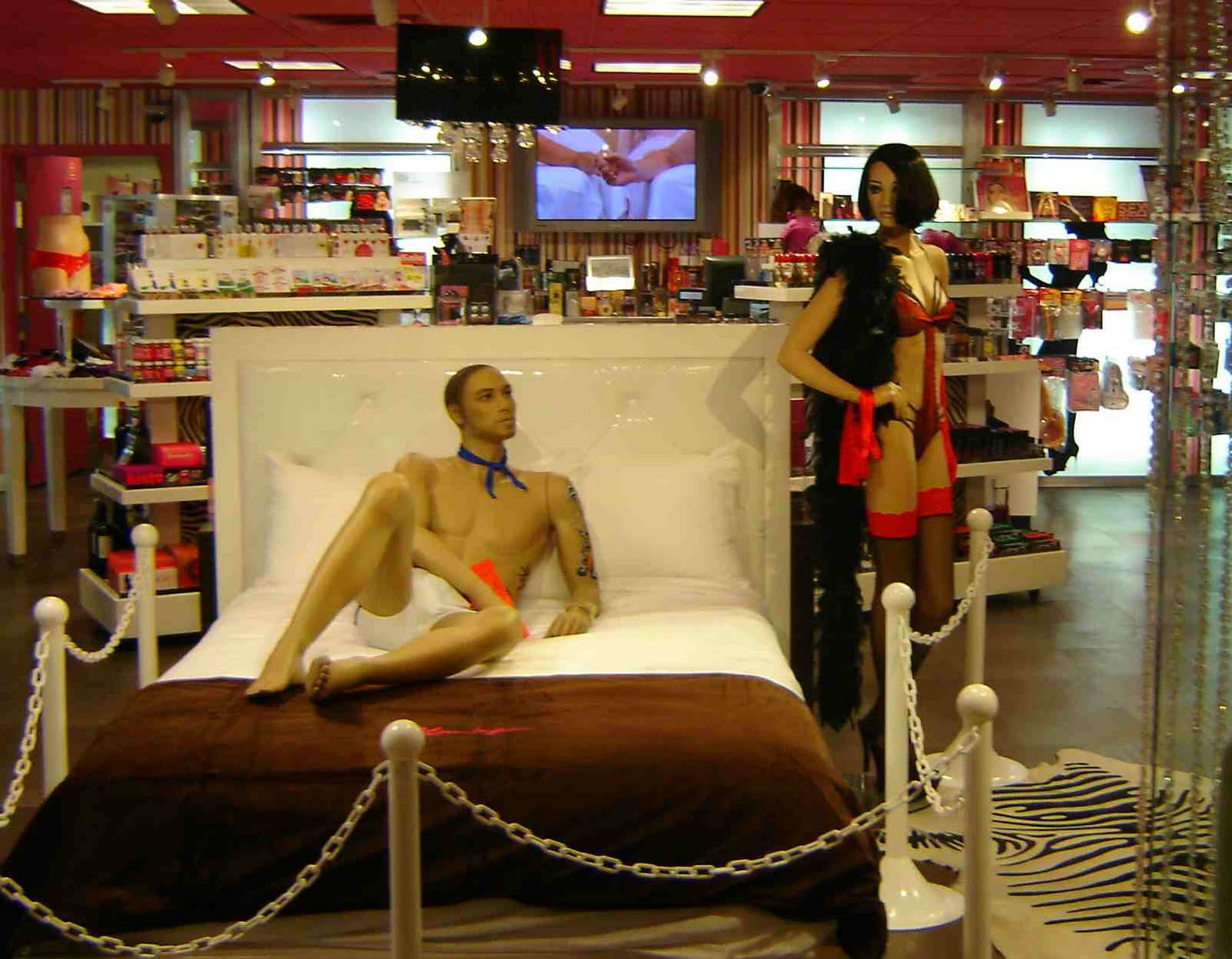 And inside the mannequins (love the adult diaper) are about to get it on: