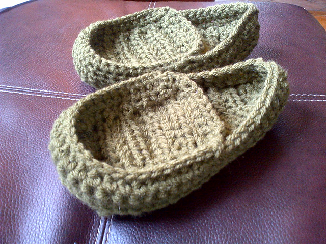 Free Crochet Pattern Loafer Slippers : Makings and Musings...: CROCHET FRIDAY: MANLY MAN PATTERNS