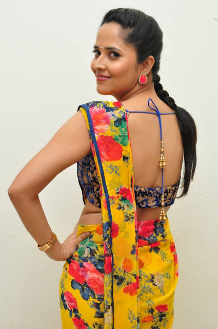 Anasuya Stills At Srimanthudu Movie Thanks Meet