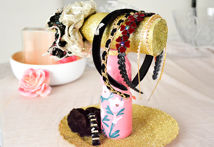 PRETTY DIY HAIRBAND STORAGE Gorgeous, easy and inexpensive! #diy #organization #hairbands #headbands #inspiration