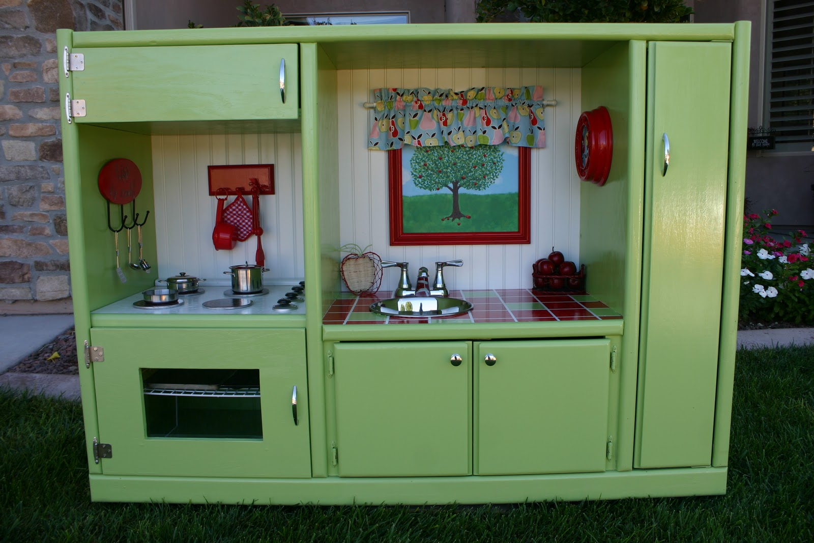 Doubletake Decor: Play Kitchen that will last!