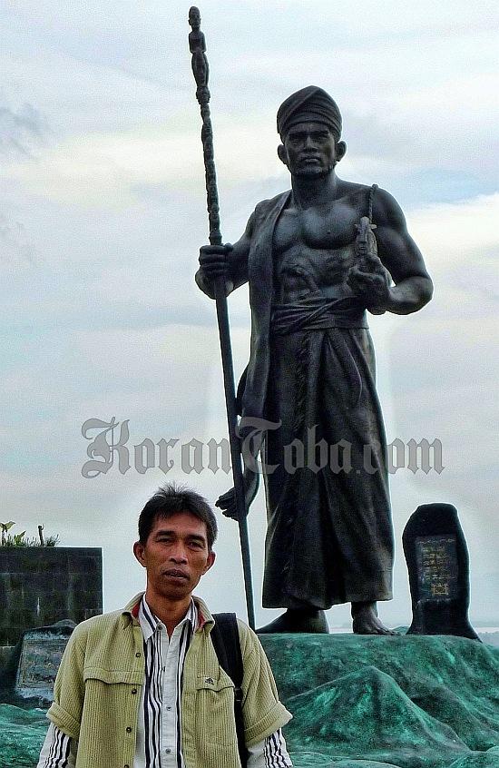 foto patung Si Raja Batak dan Batara Tambunan