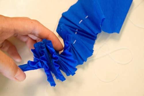 Как сделать из гофрированной бумаги гавайские бусы