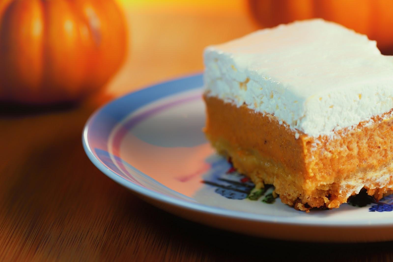 kruizing with kikukat: Thanksgiving Memories: Pumpkin Crunch Cake