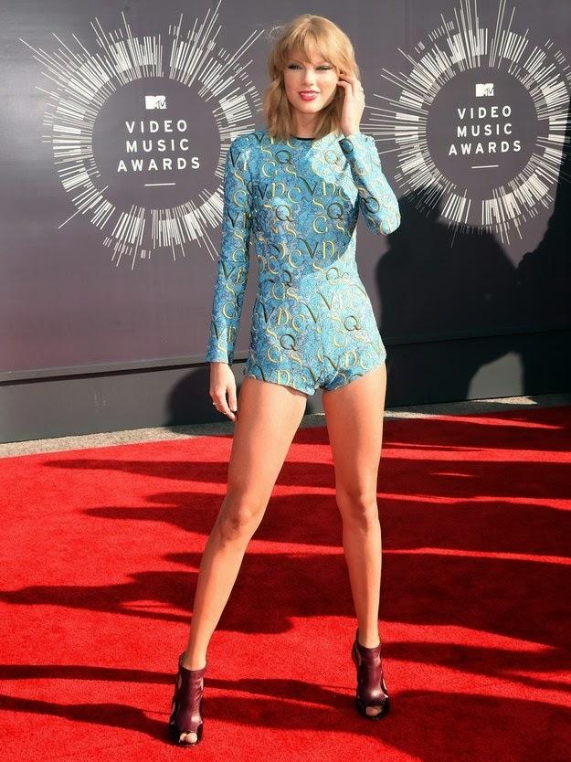 Taylor Swift Wore a Onesie on mtv vmas